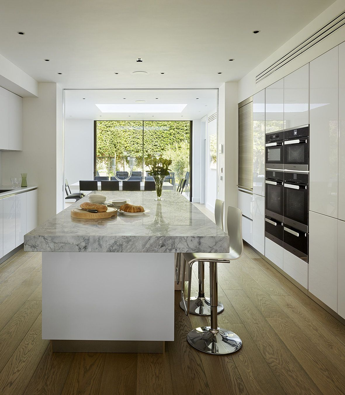 Family Kitchen Design Ideas For Cooking And Entertaining: This Elegant Family Kitchen Was Designed By Eve Turner Of