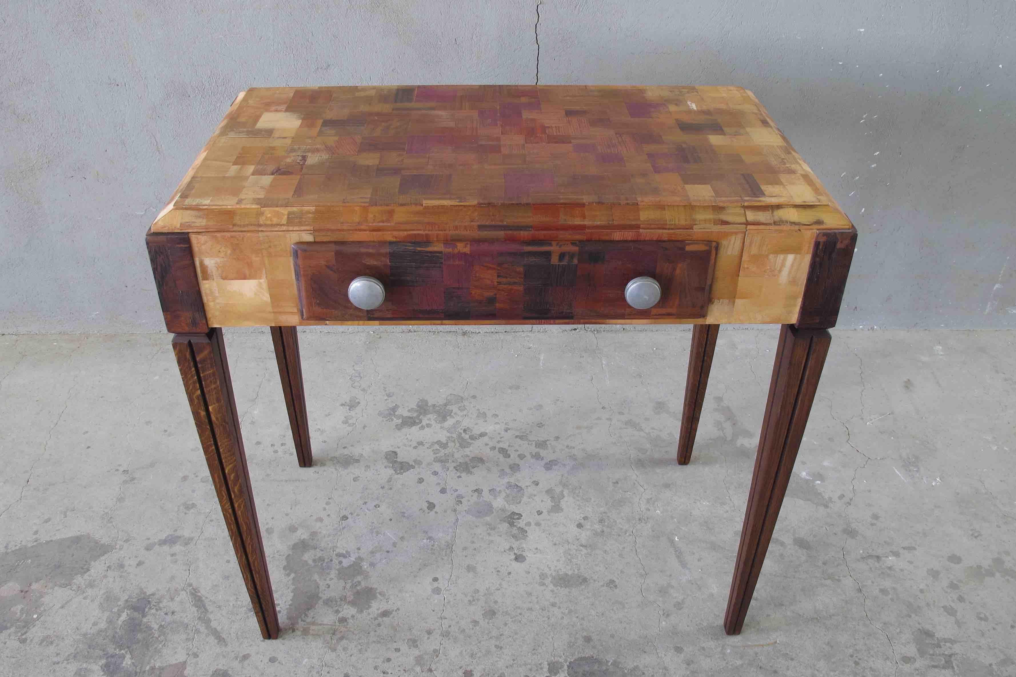 Customisation dun bureau en bois massif des années 50 avec du