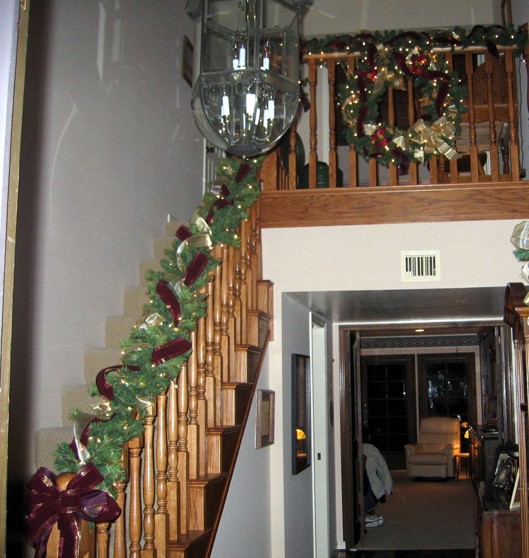 Decorating Staircase With Garland Info Holidaymagicaz