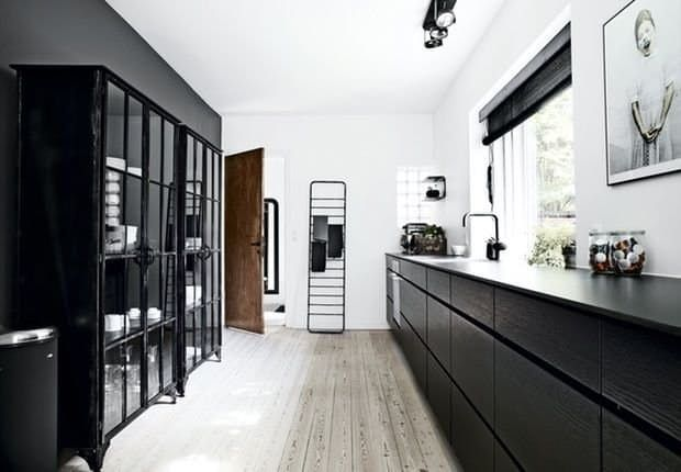 Black is... well, it's the new black. It's the perfect way to add a little contrast and depth to minimal interiors, and it's cropping up everywhere. From staircases to bathrooms to kitchens, black — especially in deep, glossy shades — is back.