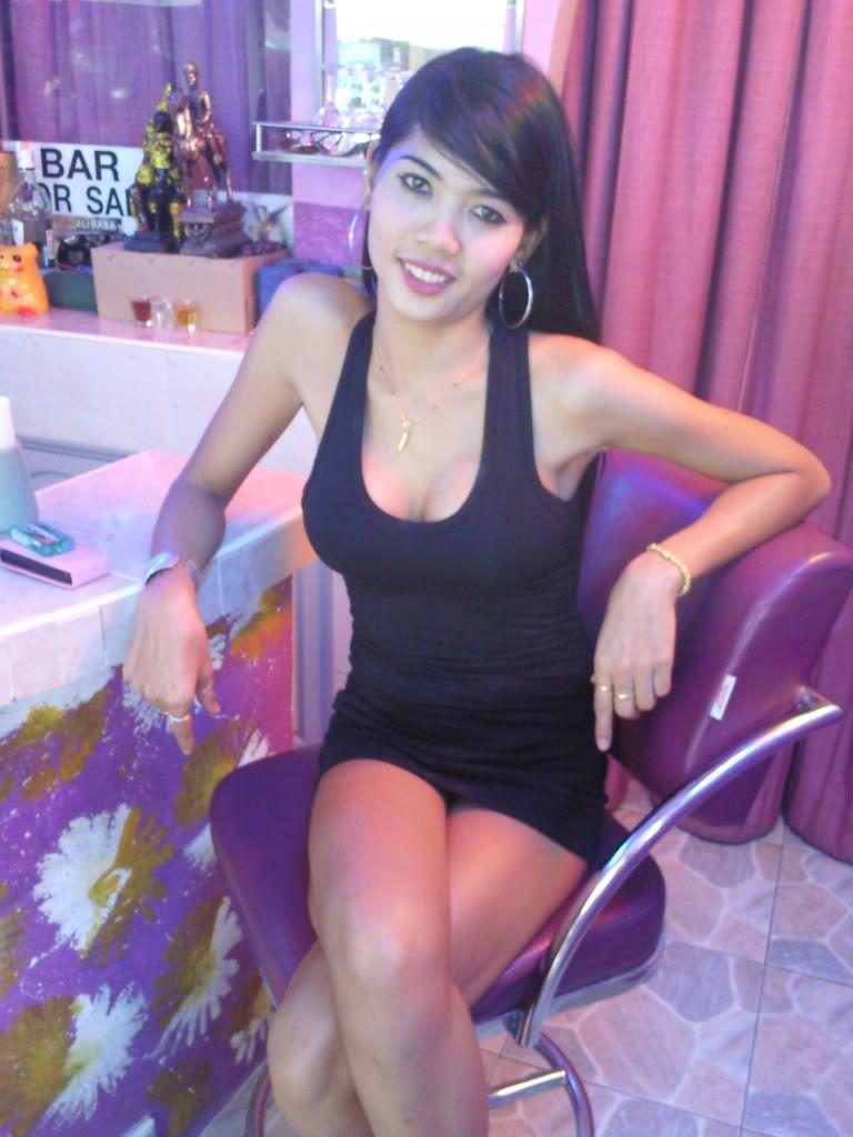 Vina Sky, kleines asiatisches Babe, spritzt auf Zauberstab, nimmt Schwanz in cremige Muschi