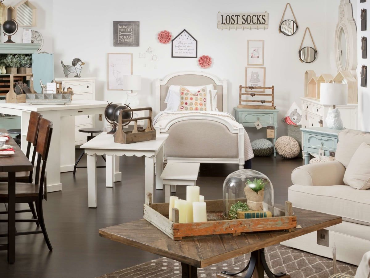 Hgtv S Joanna Gaines Offers Fixer Upper Style With New Magnolia