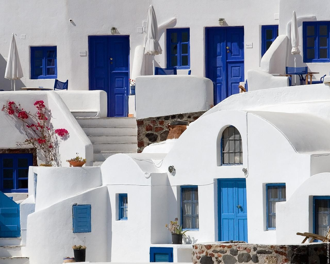 cyclades-santorin-maison-blanches-et-bleues