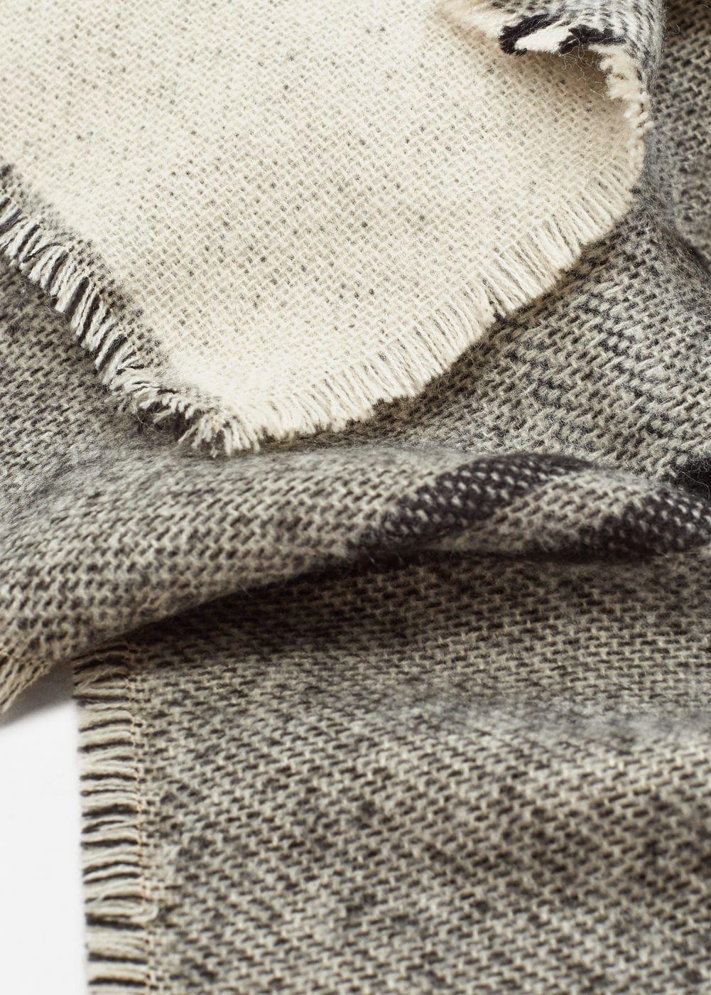 Écharpe bicolore à carreaux - Femme   Pinterest   Mango france ... a847bef13fd