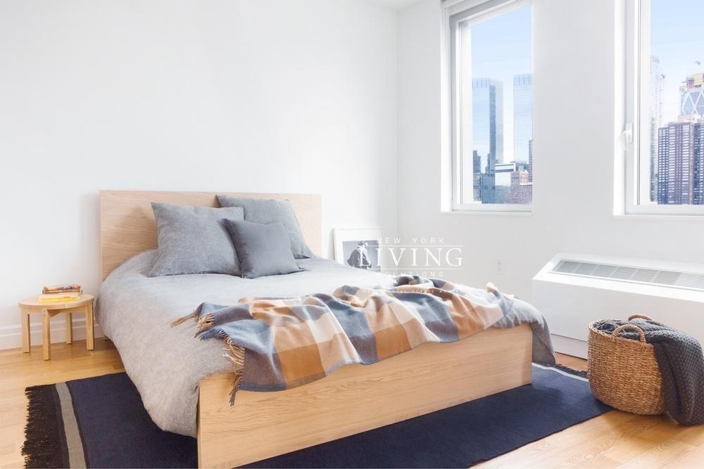 3 Bedrooms 1 Bathroom Apartment for Sale in Midtown West ...