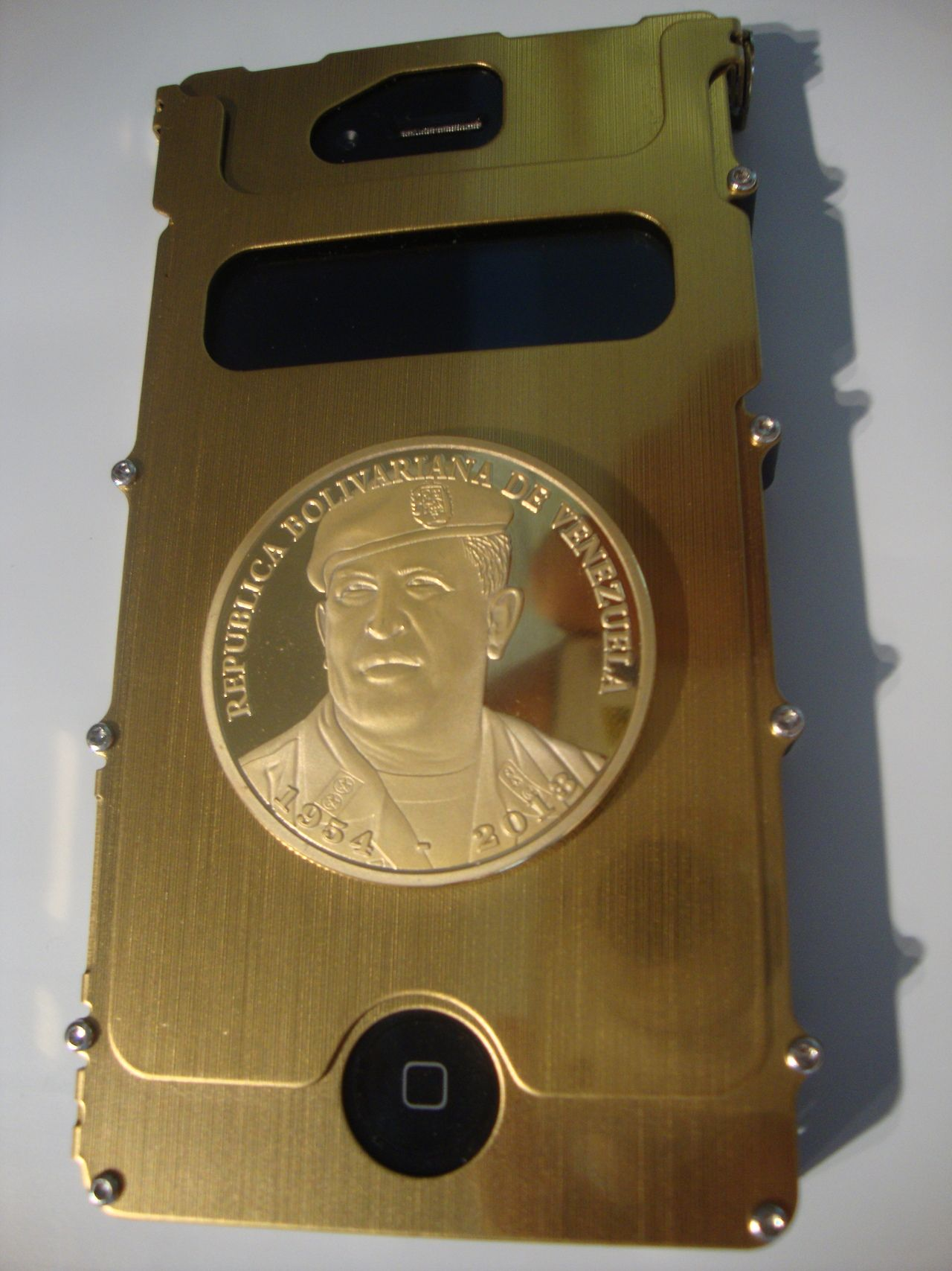 Venezuelan presidential iPhone gold case el...   VENEXILE NETWORKS