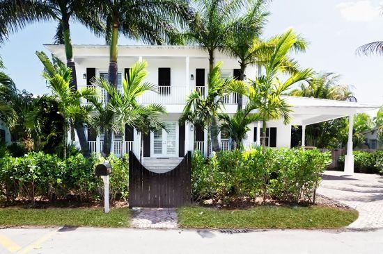 House by Barbara Lamar, garden by James Duncan Inc