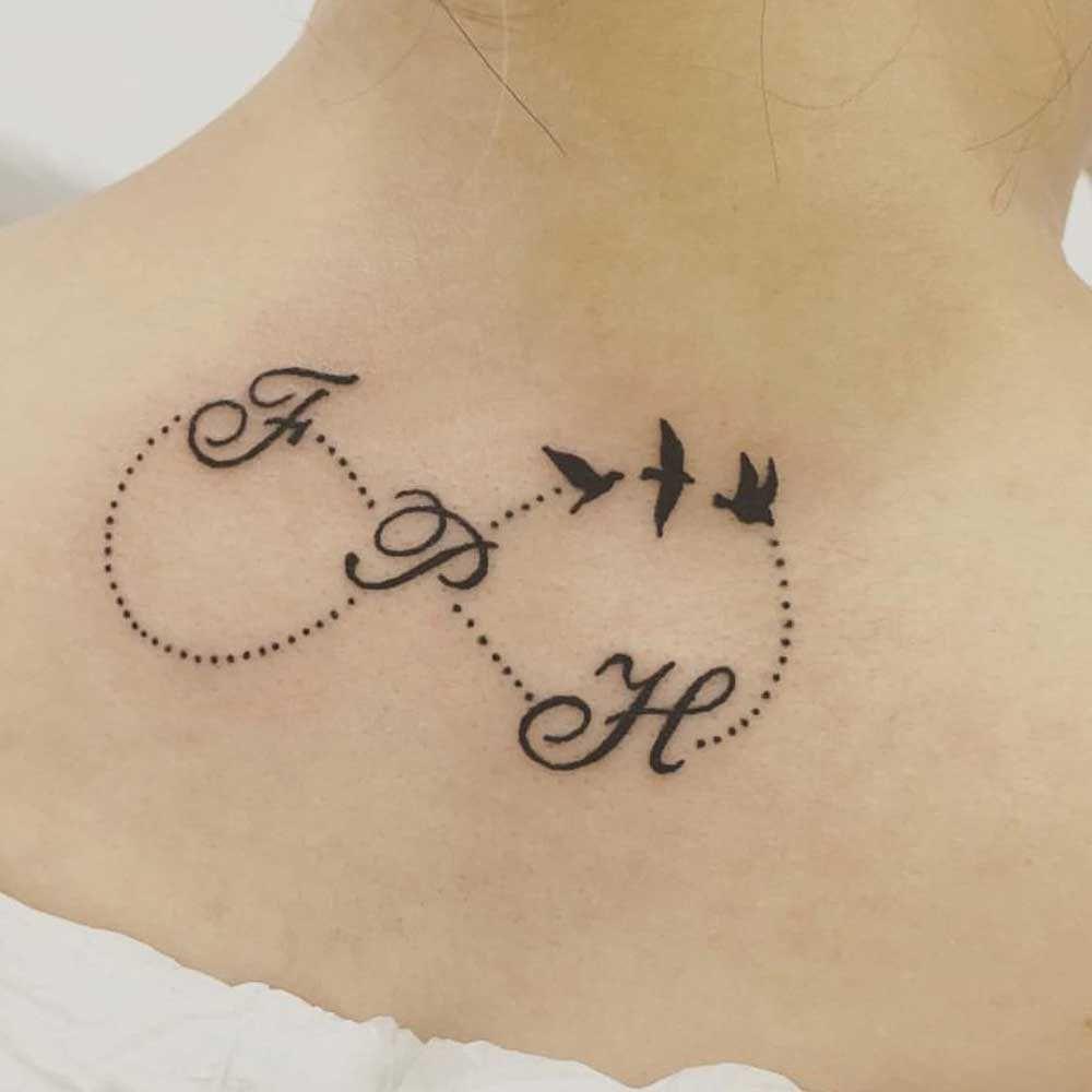 tatuaggio infinito sul collo