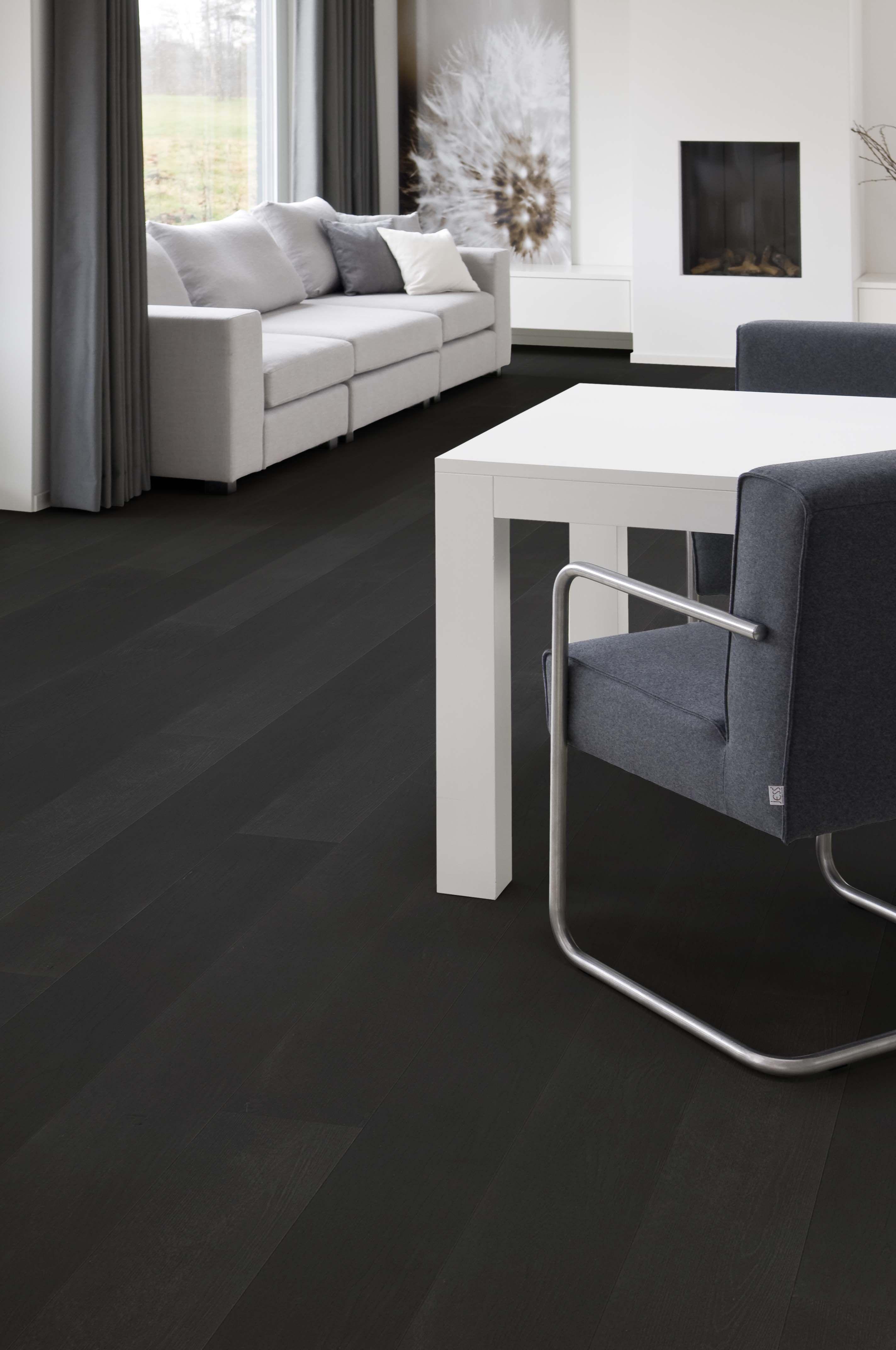 vloeren breda houten vloer in grijstint voor