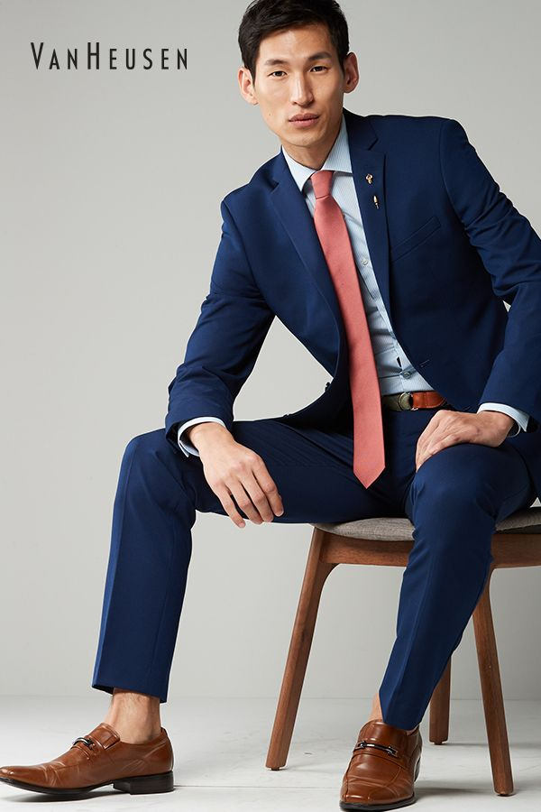 How To Transition Navy Suit Separates Into Spring Lighten Up The Dress Shirt Add A Pop Of Color With A Bright Jackets Men Fashion Mens Navy Suit Mens Outfits