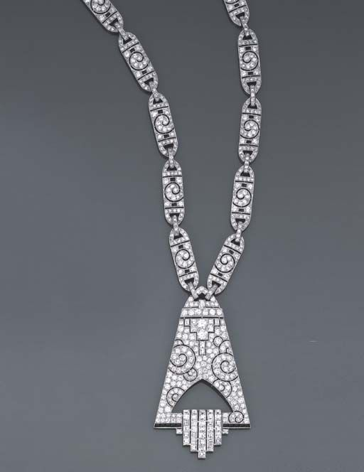 AN IMPORTANT ART DECO ONYX, DIAMOND, GOLD AND PLATINUM SAUTOIR, CIRCA 1930