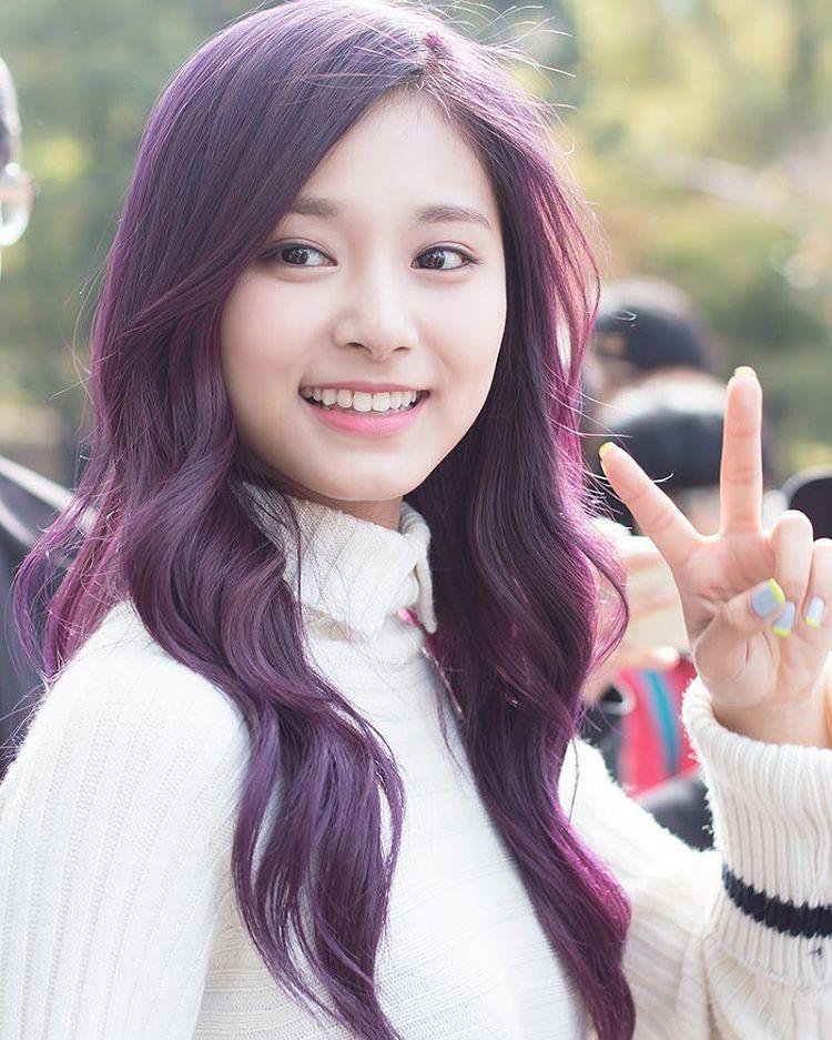 cool 25 Dark Purple Hair Ideas That Will Tease And Splash ...