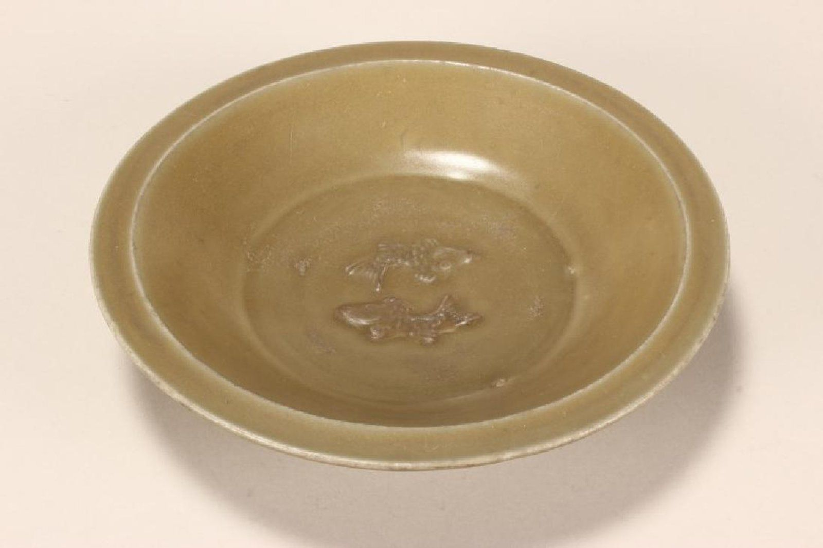 Early Chinese Ming Dynasty Celadon Bowl With Spreading Lip In A Dark Green Glaze Set With Raised Double Fish With Images Celadon Ming Dynasty