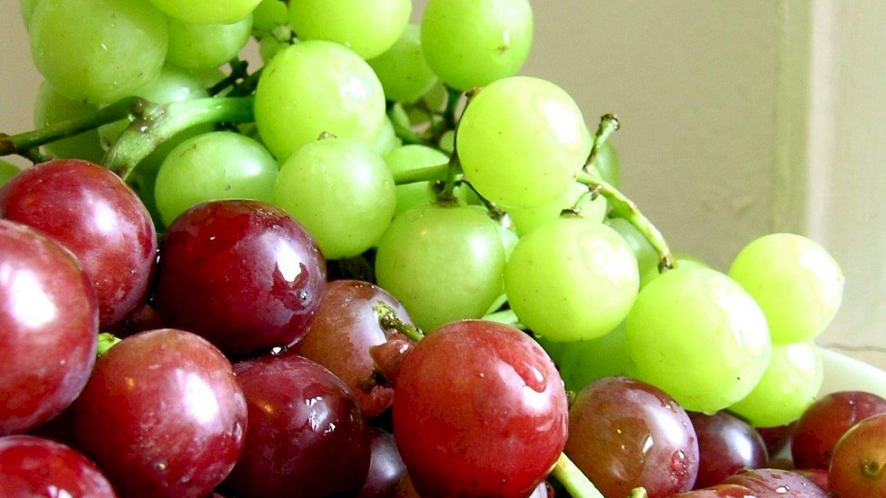 تفسير اكل العنب في المنام Grapes Fruit Eat