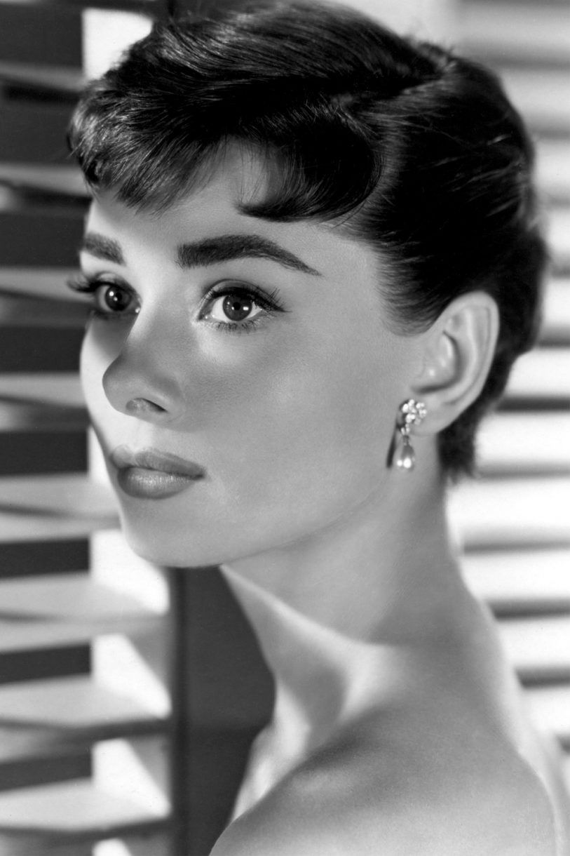 Audrey Hepburn S Best Hairstyles From Breakfast At Tiffany S To Roman Holiday Audrey Hepburn Hair Audrey Hepburn Photos Audrey Hepburn Inspired