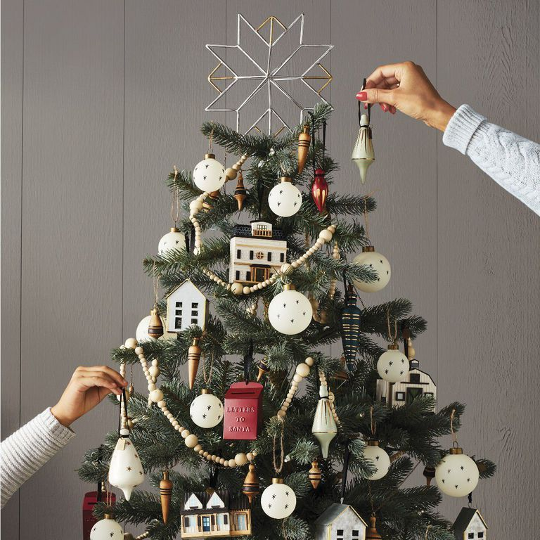 All Your Holiday Guests Will Compliment These Creative Christmas Tree Topper Ideas Holiday Decor Decor Home Decor