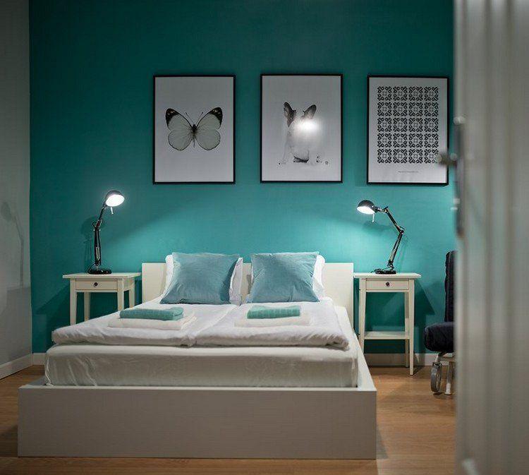 couleur de peinture pour chambre bleu ciel lit bas en bois blanc neige cadre decoratif noir et blanc et parquet chene massif