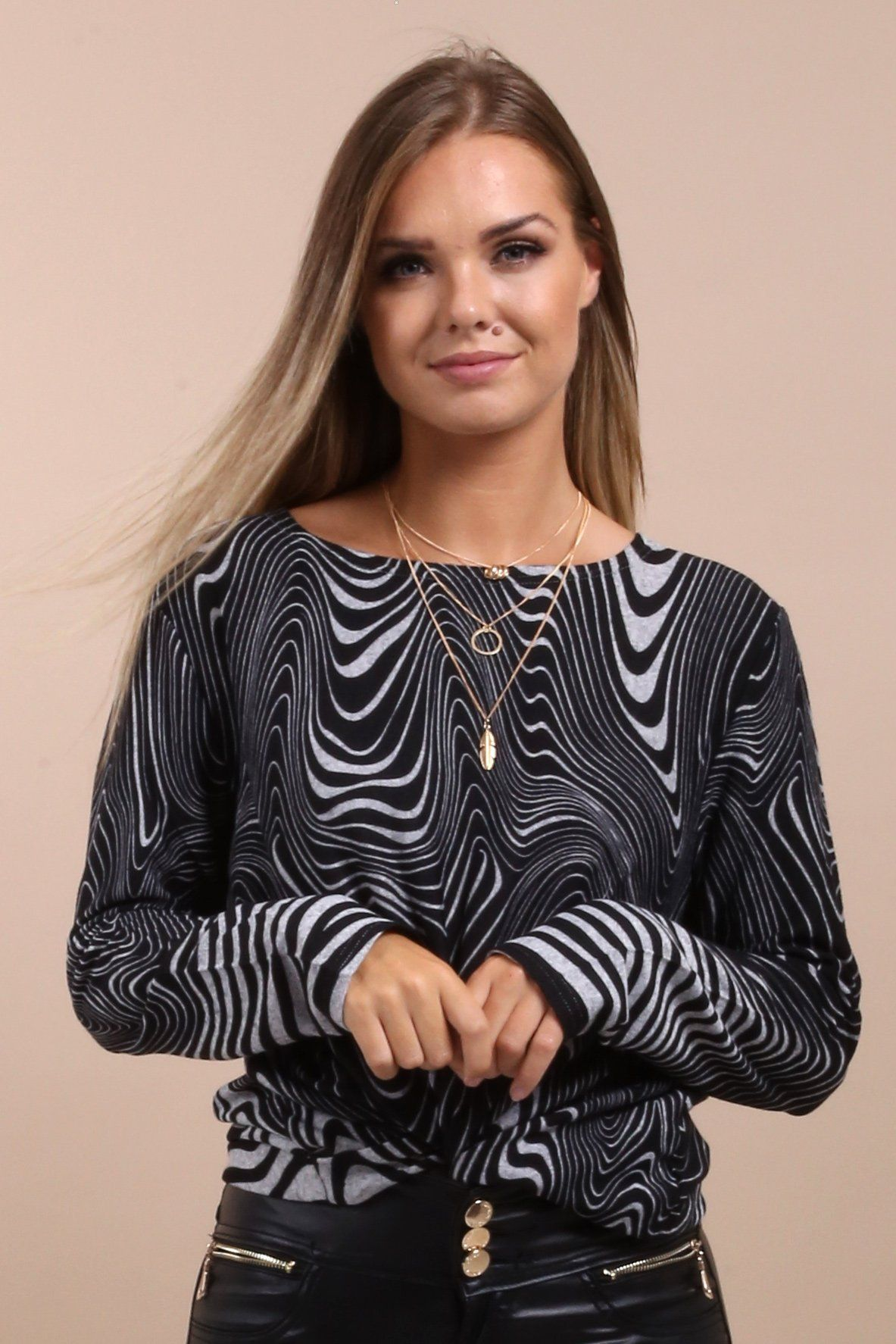 aedadaf8a57 Just gorgeous! I love this stunning black and grey abstract print top. It s  very