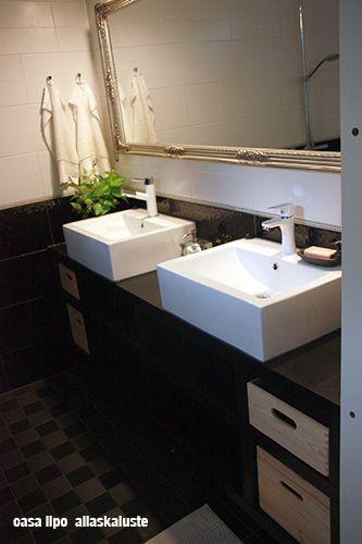 DIY allaskaappi puusta ja vanerista #allaskaappi #barhroom #DIY #blackandwhite #sink