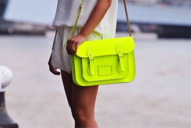 Social Wardrobe: Fashion Bloggers Trends: Neon Bag