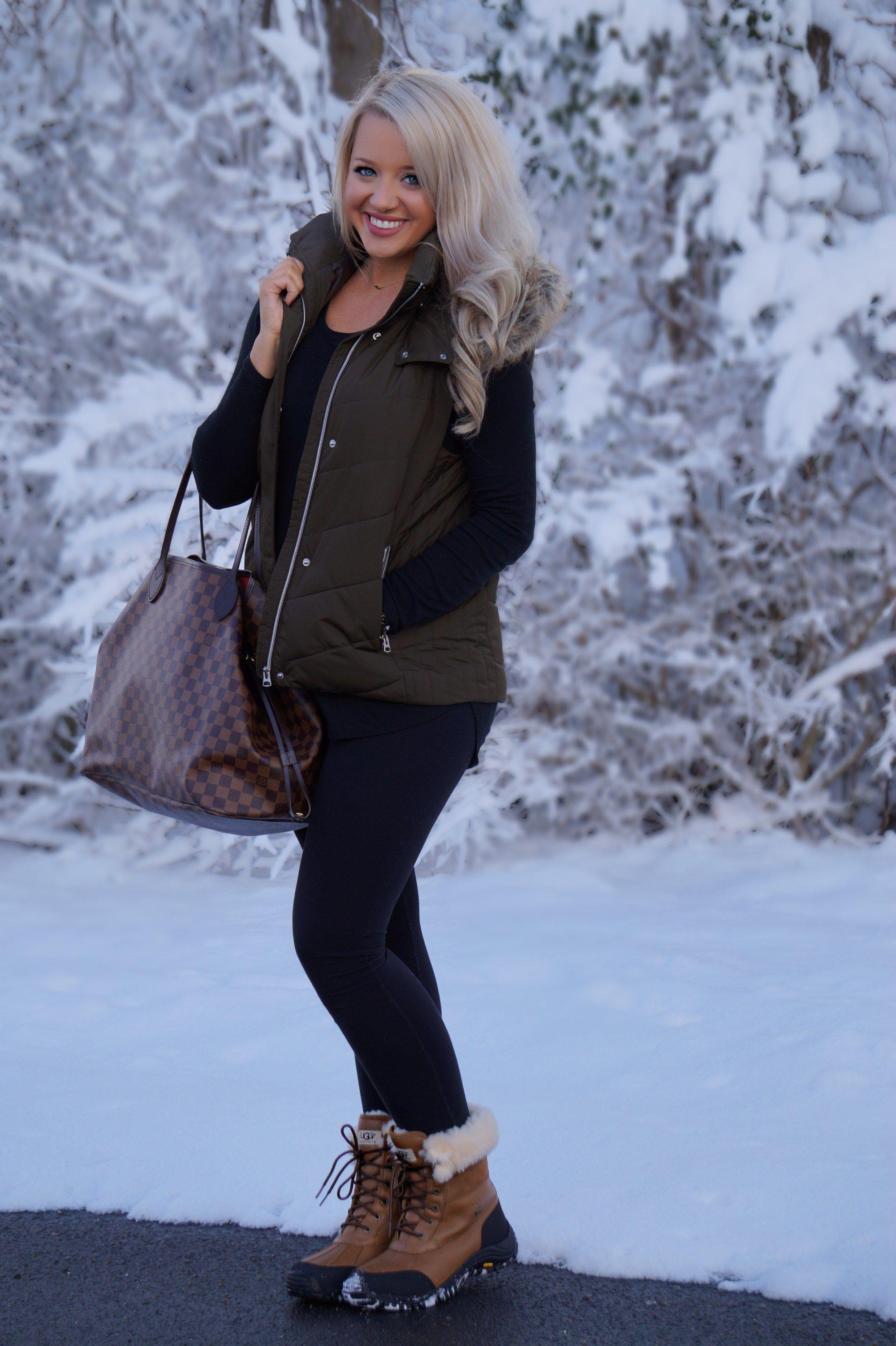 f3bd4a95d27 Louis Vuitton Never Full GM, leggings, faux fur vest, Ugg boots ...