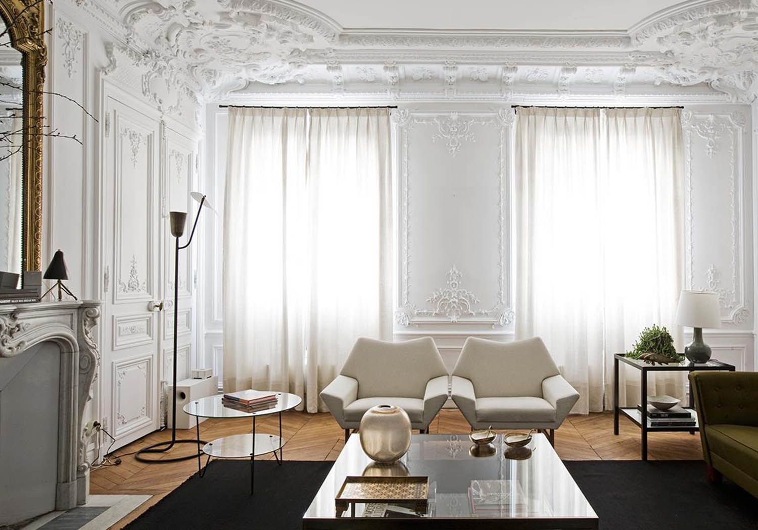 This Clean Modern Living Room With Traditional Style Walls And Ceiling Is Complete With Creamy A Parisian Interior French Bedroom Decor French Interior Design