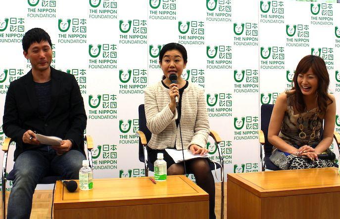 左から武蔵大学 社会学部社会学科助教 田中俊之先生、マーケティングプロデューサー 村山らむねさん、シンガーソングライター 松田陽子さん「子どもを預けて仕事をすることが、子どもにどう影響するのか?」は、育児も仕事も頑張りたい人にとって気になるところではないでしょ