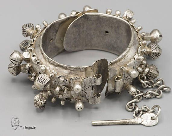 The story ✧----------- Rare and precious sterling silver bracelet from Mauritania. This spectacular bracelet is old. It was most likely manufactured in the first half of the 20th century. It was made in a very beautiful quality of money. This type of bracelet is very rare. I think these old