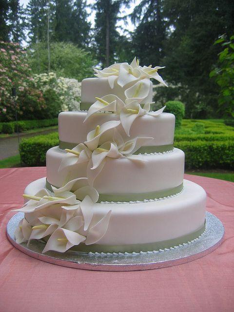 Calla Lily Cake In 2020 Calla Lily Cake Cake Small Wedding Cakes
