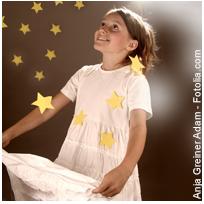 Das Schatzbeutel-Spiel mit der Taschenlampe für Kinder - Bewegungsspiele für Kinder im Kindergarten // Lustige Ideen für Erzieher/-innen um Kindern in Kita, Krippe & Hort mehr Bewegung zu bieten #christmas #lights #christmaslights