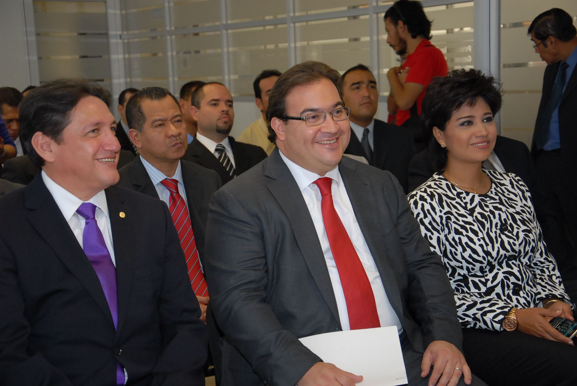 El gobernador Javier Duarte de Ochoa estuvo acompañado por el diputado federal Alejandro Montano Guzmán y la alcaldesa de Xalapa, Elizabeth Morales García, en la Entrega de Estímulos por buen desempeño a servidores públicos de la Procuraduría General de Justicia del Estado de Veracruz (PGJ).