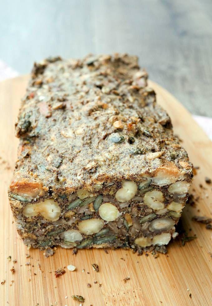 Einfaches und schnelles Low Carb Brot mit Nüssen und Saaten