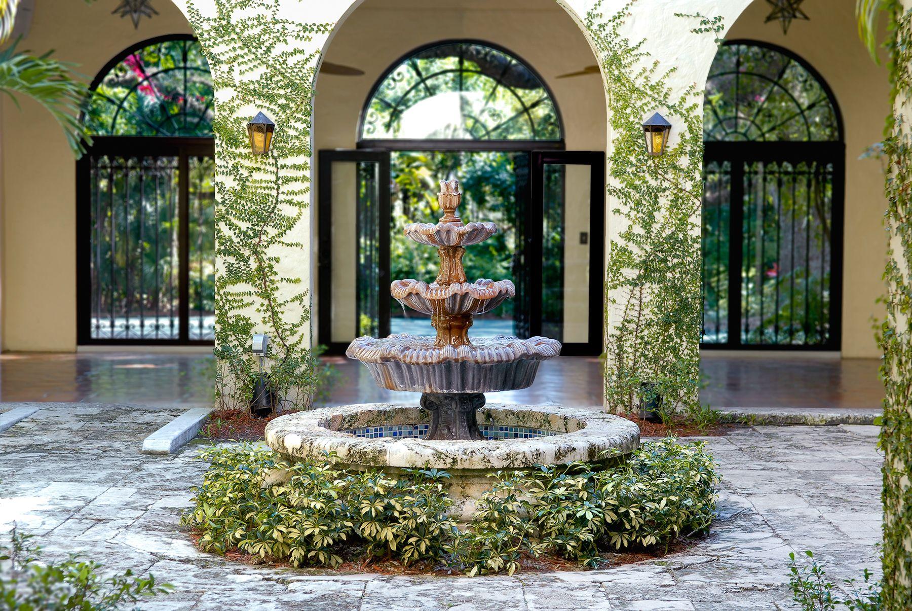 Courtyard Fountain Villa Woodbine. Architect Walter De