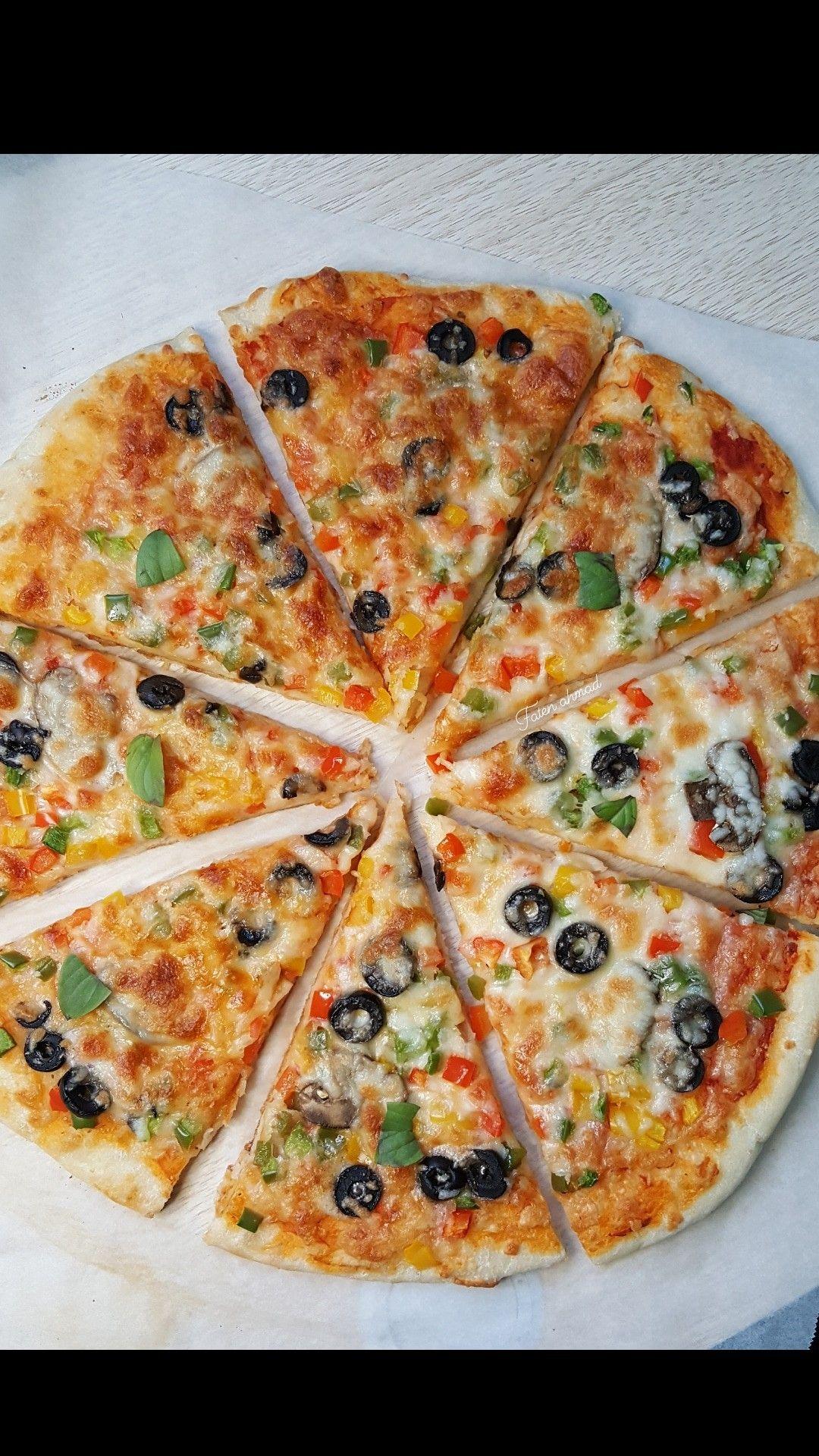كيف ممكن تعملي بيتزا ايطالية وعلى اصولها من دون بيض وزيت وحليب بعجينة رائعة Italian Pizza Recipe Vegetable Pizza Food Pizza