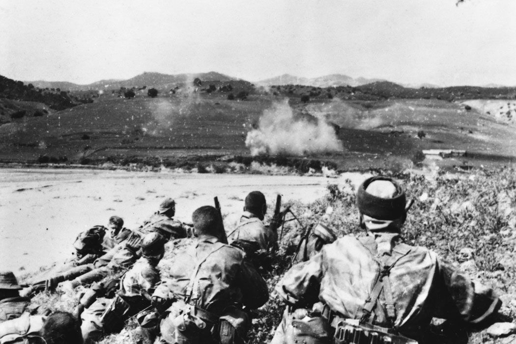 Heavy firefight for french commandos in the hills surrounding Malah. Algeria, March 1958