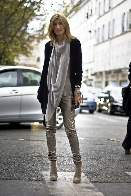 Love the elongated scarf and a business type cardigan mixed with metallics #Sarah #Rutson on http://www.junejoonjaxx.com/