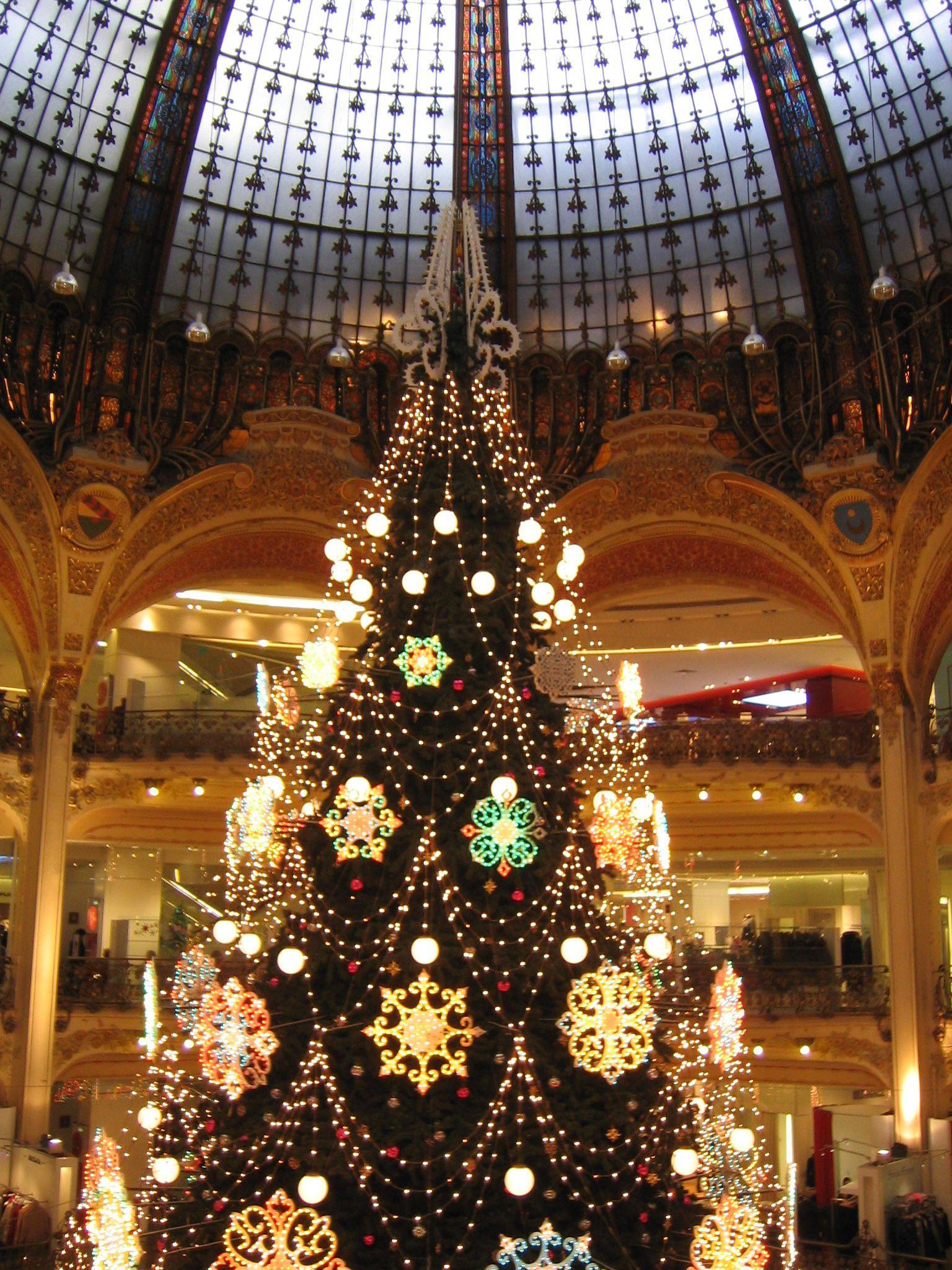 Galerias Lafayette Paris Christmas Lights Xmas Lights Christmas Tree Decorations
