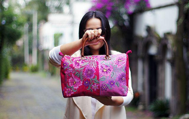 Descubre la lista de cinco tiendas online de accesorios hechos en México. 1dcbd823b07