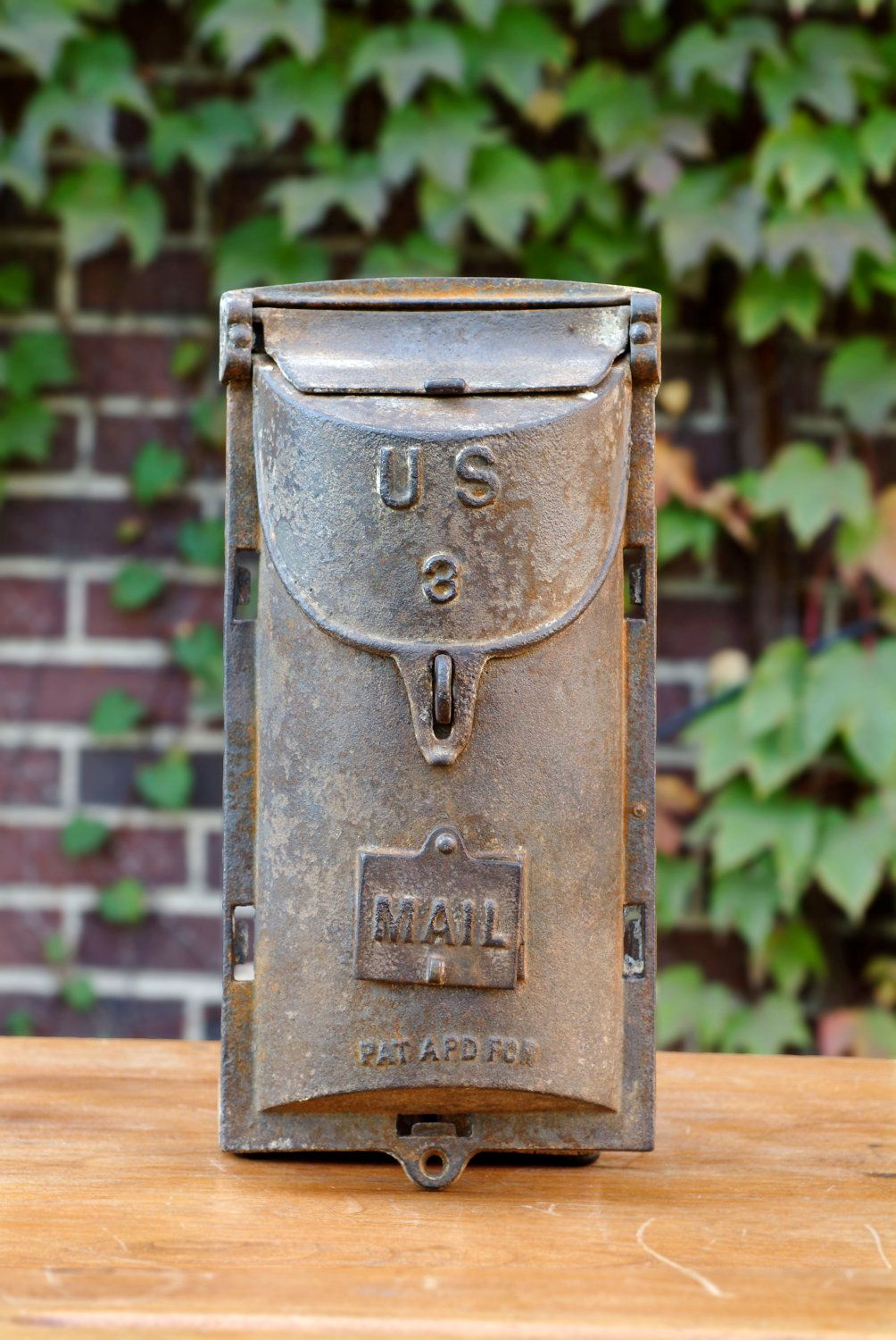 Antique Wall Mailbox Us 3 Cast Iron Hanging Mailbox Etsy Vintage Mailbox Antique Mailbox Old Mailbox