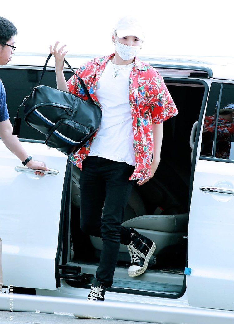 Yoongi Hawaiian Shirt 160608 Bts Inspired Outfits Fashion Fashion Idol