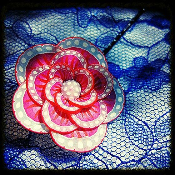 Barrette fleur pâte fimo