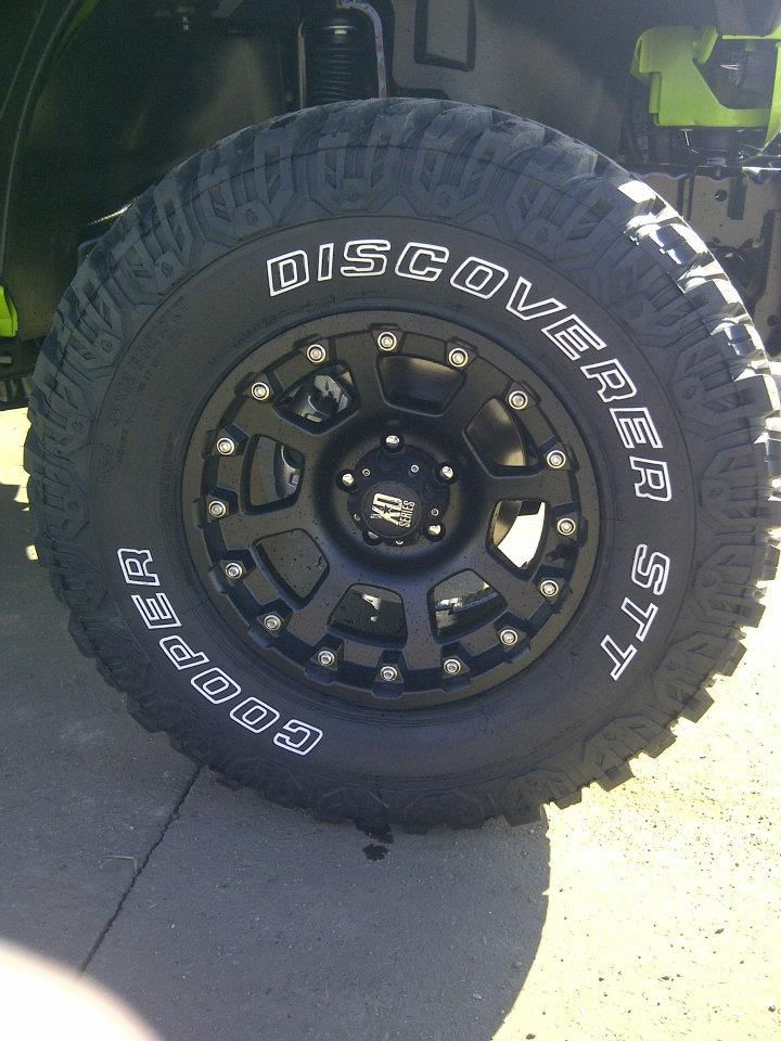 35 12 50 R17 Cooper Tires 17 Xd Black Strike Rims Cooper Tires