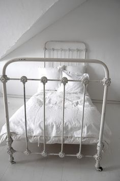 White Metal Bed Frame Twin 8FQ2313q