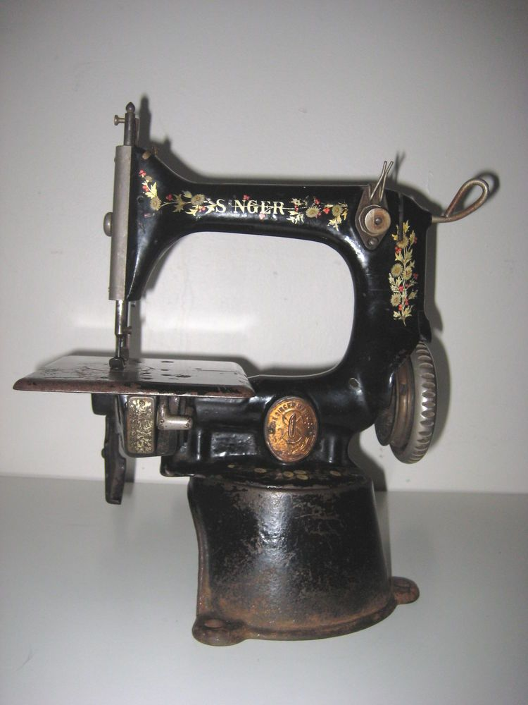 RARE ANTIQUE 40 SINGER G Series SEWING MACHINE Model 4040 Adorable 1920 Sewing Machine