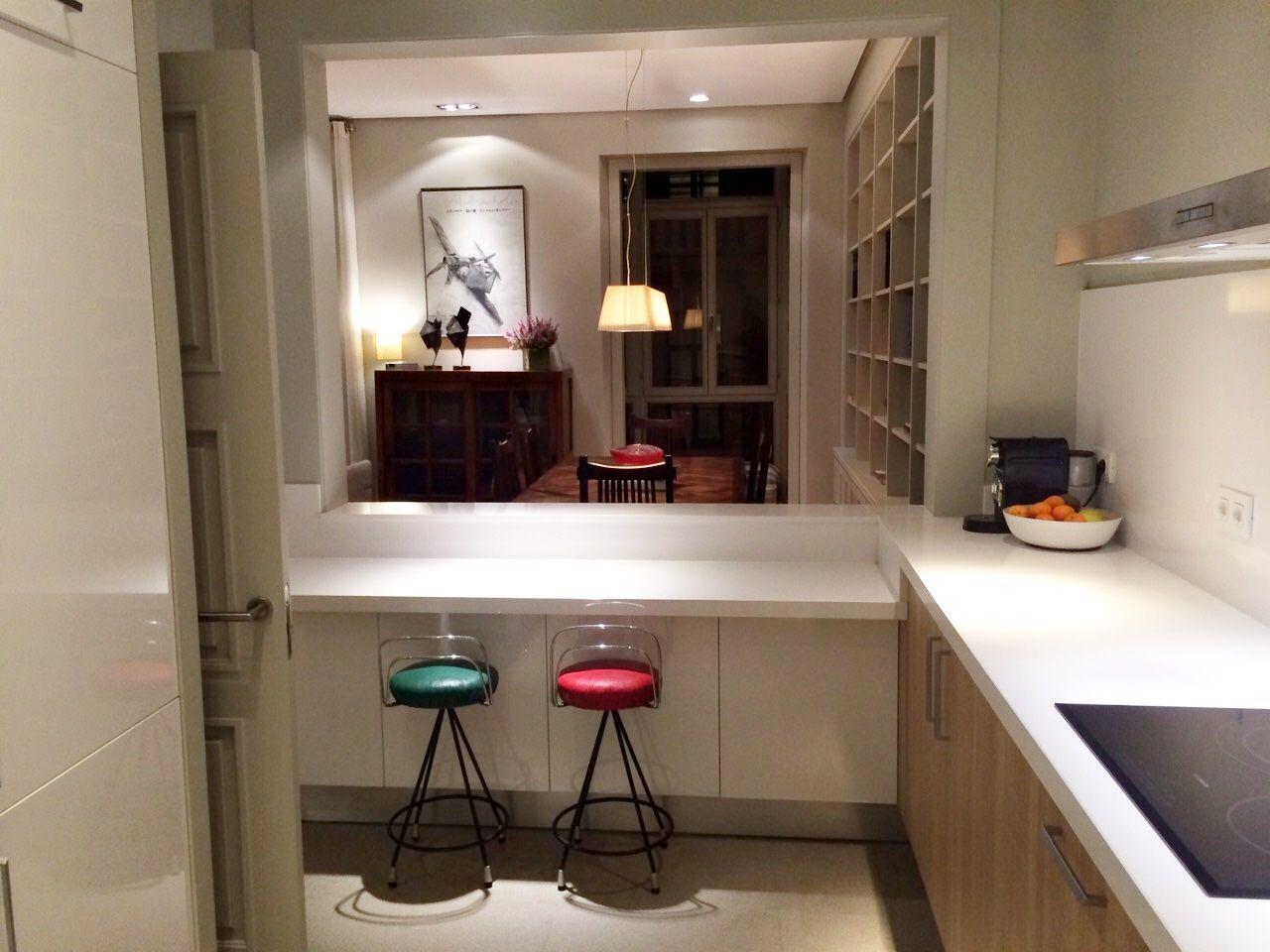 Cocina en estratificado modelo ana instalada por for Modelo de cocina abierta en el comedor