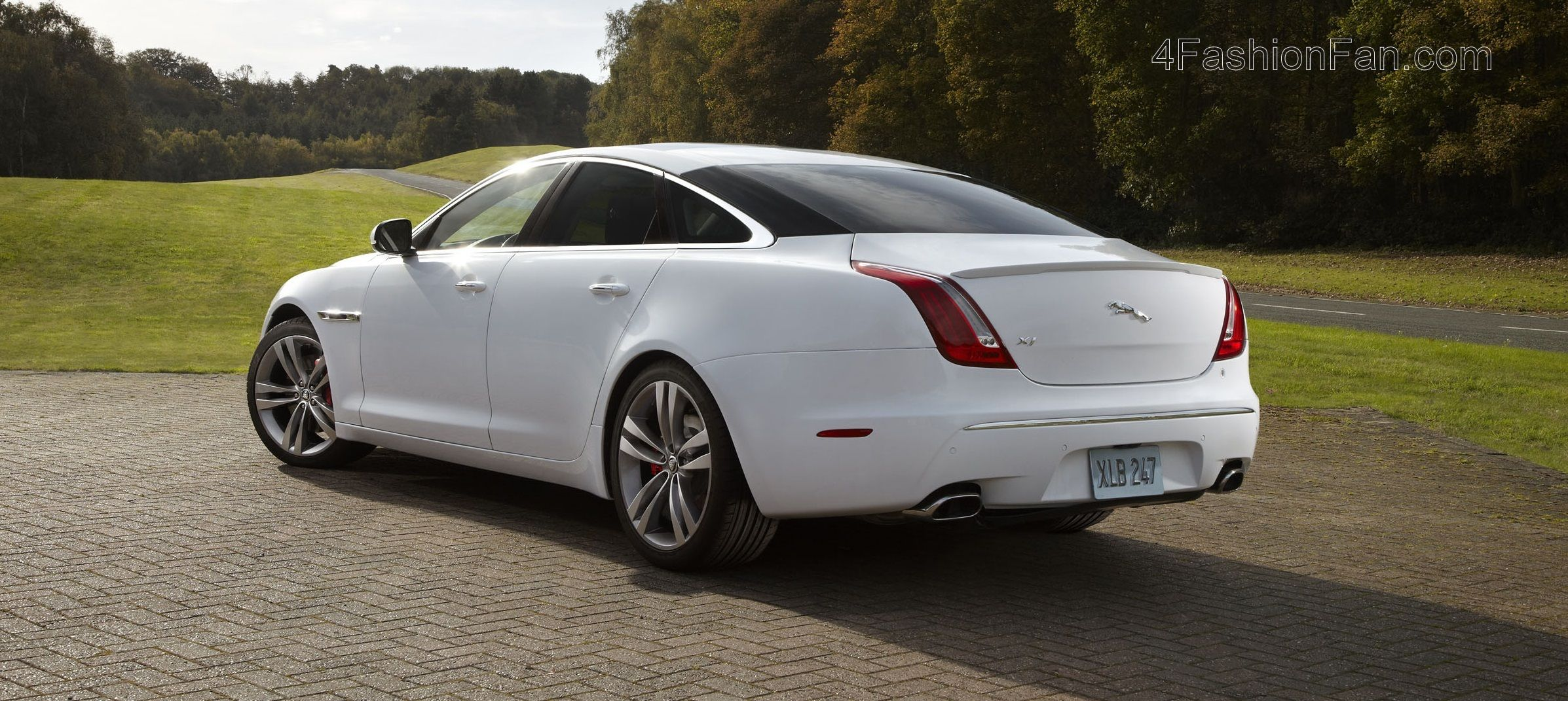 The All New Jaguar Xj Comes Loaded With A 5 0 L Supercharged Aj 8