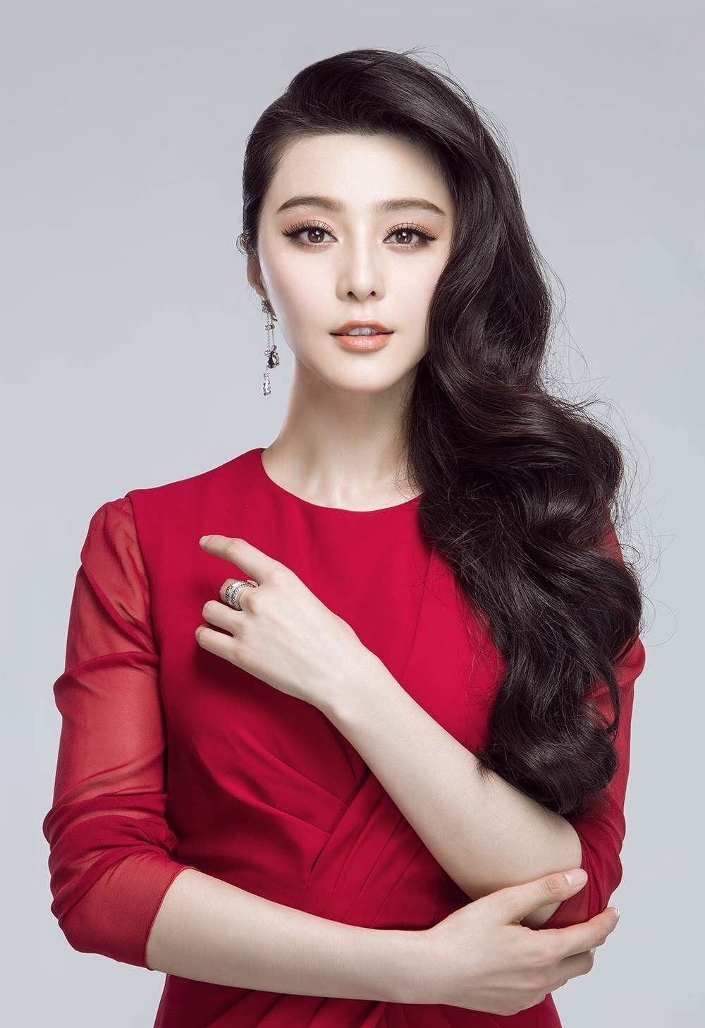 Angela Zhou Wiki fan bingbing profile family, wiki age, affairs, biodata