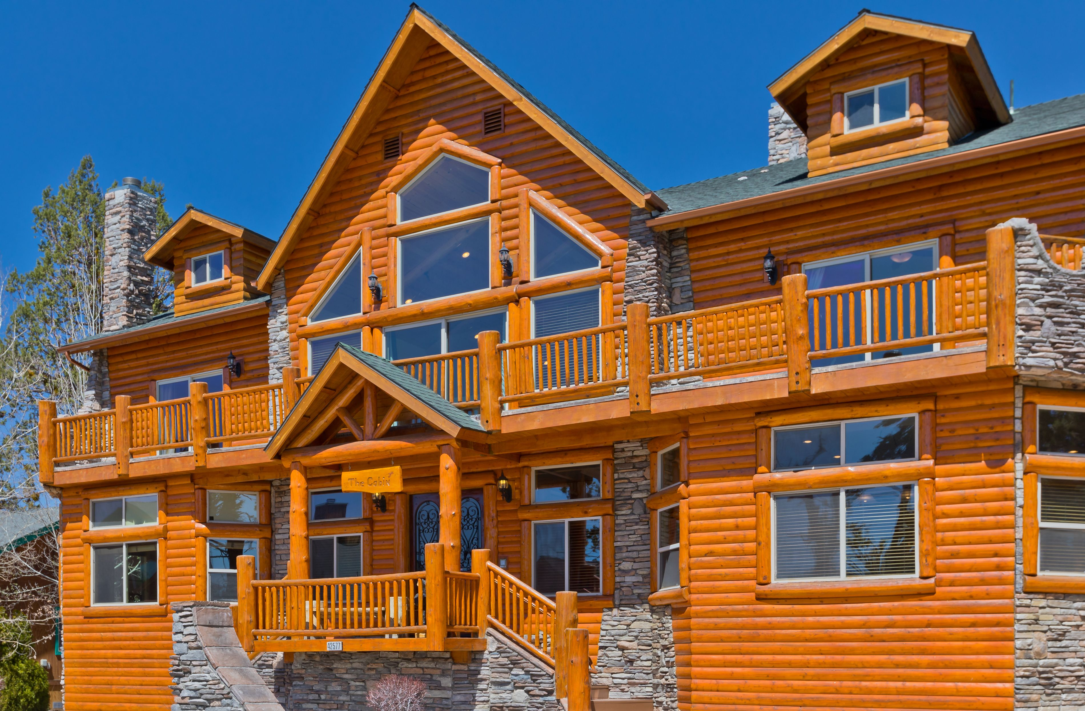The Cabin A Perfect Vacation Home In Big Bear Lake For Your Luxurious Mountain Getaway Cabin Vacation Cabin Rentals Bear Cabin