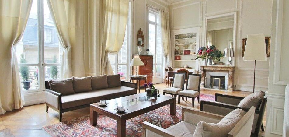 Impressive high ceilings. #ndimmob #paris #leblogimmo #location #rental http://www.nicolas-devillard.fr/en/property/faubourg-saint-germain-hauteur-calme-et-splendide-reception-75007-paris/