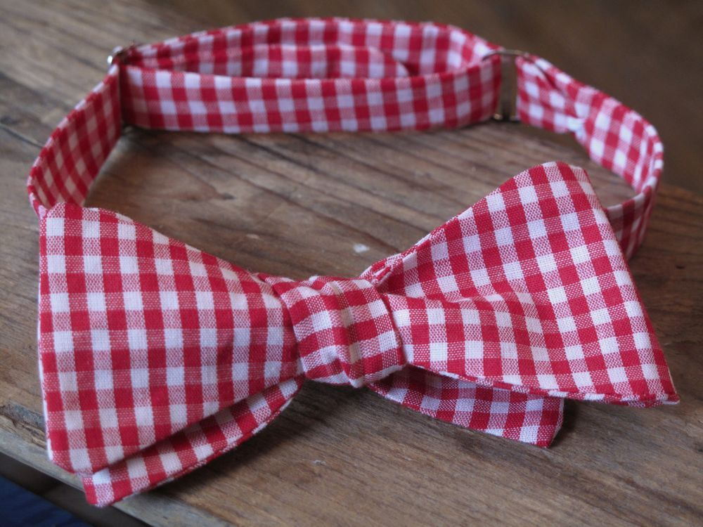 can't find the perfect bowtie for your gents? I'm going to hunt down lilly pultizer fabric and do my own. See this DYI on bowtie making